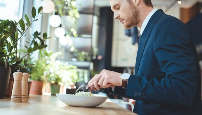 Ravintoedun ilmoittamiseen tulorekisteriin on tehty helpotuksia.