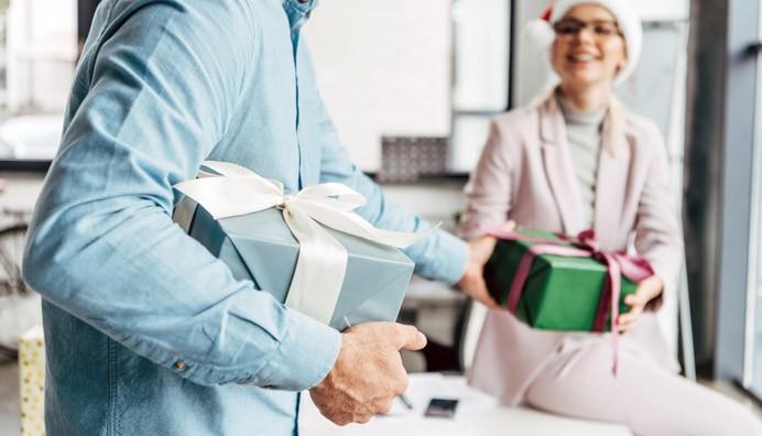 Loppuvuoden juhlat ja lahjat ovat työntekijöille osoitus arvostuksesta. Työstään innostuneille huipputekijöille toiveiden täyttymys on kuitenkin hyvä työarki ja työntekijöiden kuunteleminen arjessa.